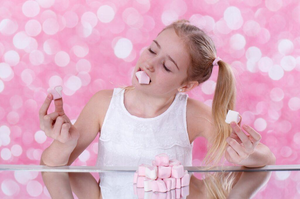 美味しく食べる女の子